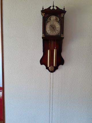 Reloj de pared antiguo