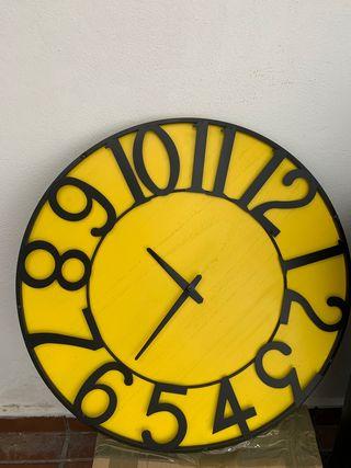 Reloj pared amarillo grande