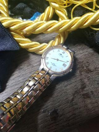 reloj dorado Lotus señora