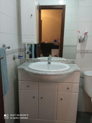 mueble baño con grifo espejo todo
