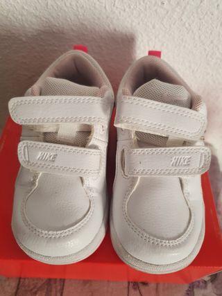 Deportivas,zapatillas nike ,bebe niña talla 22