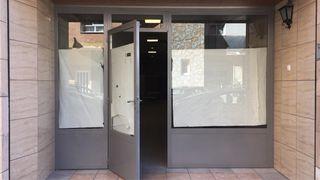 Puerta de entrada local comercial 3'42 m ancha