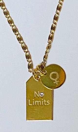 """Colgante """"No limits"""" y cadena plata chapada en oro"""