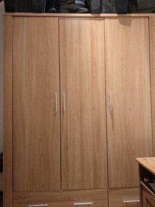 Armario ropero de madera