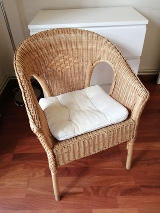 Silla/sillón de mimbre + cojín