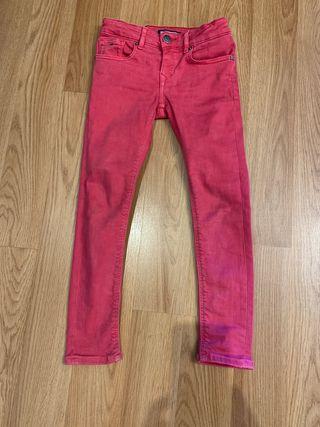 Pantalón vaquero rosa. Talla 5