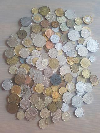lote de 145 monedas extranjeras