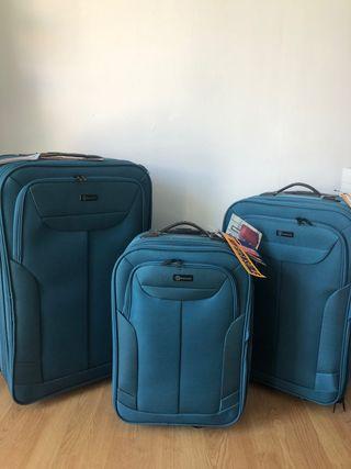 Conjunto de maletas de viaje nuevas a estrenarv