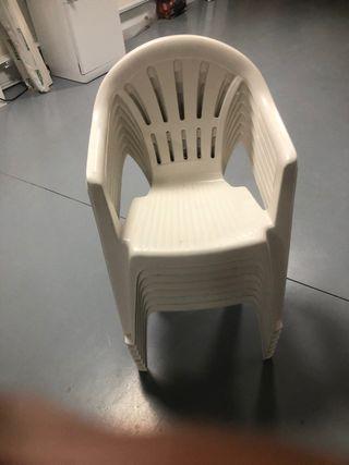 Lote de 7 sillas de plástico