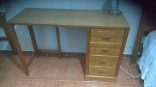 Bonito escritorio de pino macizo barnizado
