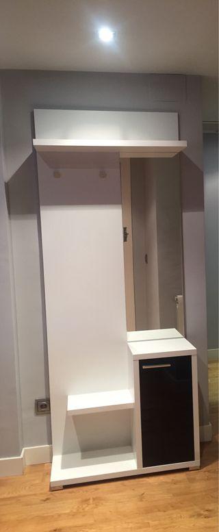Mueble de entrada blanco y negro, espejo y armario
