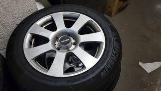 4 neumáticos con llantas