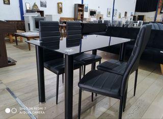 Mesa de comedor +4 sillas.