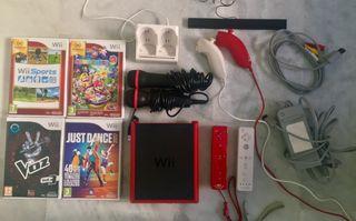 Wii mini roja con accesorios y juegos