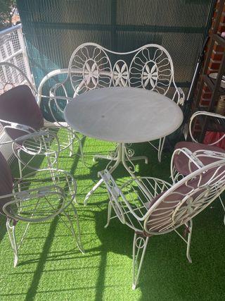 Mesa jardin con sillas