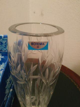 jarrón decorativo de cristal.