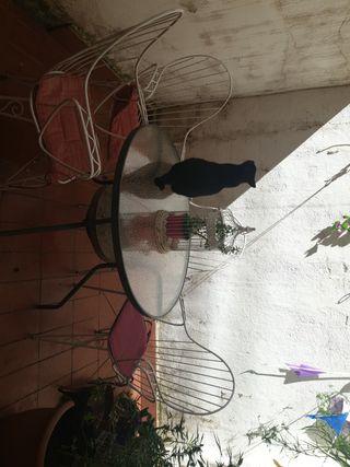 mesa de jardín con 4 sillas y cojipnes