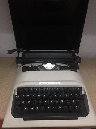Antigua maquina de escribir OLIVETTI LETTERA 10