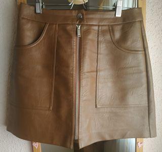Falda cuero marrón de Stradivarius