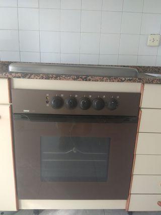 Cocina de butano y horno eléctrico
