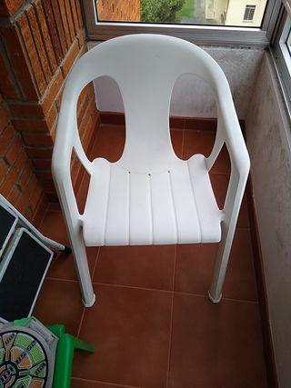 Set dos sillas y mesa de jardín + sillita niño