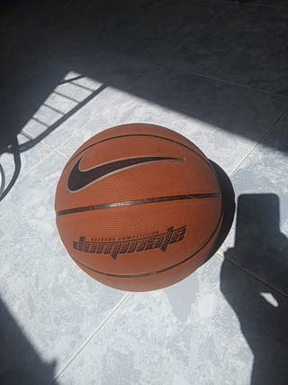 pelota de basket Nike dominate outdoor competition