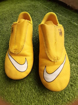 Zapatillas de fútbol sala marca Nike. Talla 31