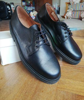Zapatos de uniforme de piel