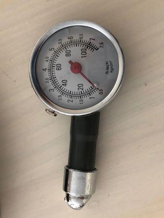 Manómetro neumáticos metálico NUEVO