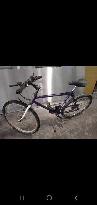 bicicleta de montaña en buen estado