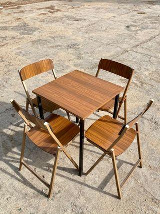Mesa y 4 sillas plegables retro