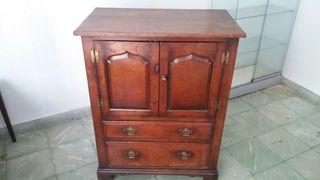 Mueble Comoda Antigua de siglo 20.