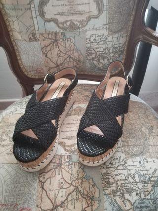 Sandalia plataforma Zara negra talla 39