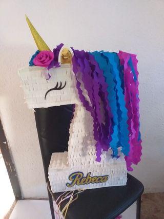 piñata número unicornio