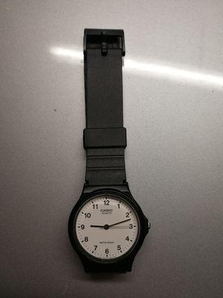 Reloj Casio MQ-24 funcionando