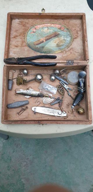Lote Caja de pesca antigua Incluido alicates.