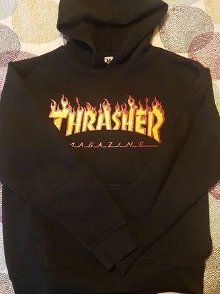 Sudadera Trasher negra.