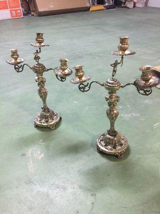 Pareja de candelabros de plata