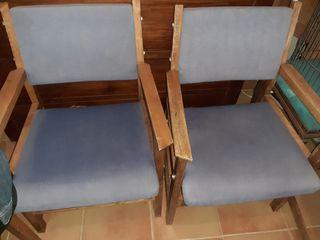 4 sillas de madera de buena calidad