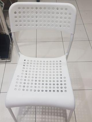 Silla de plástico IKEA