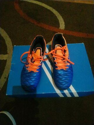 botas de fútbol para niño o niña