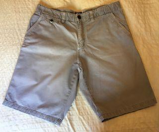 Pantalón corto gris Pull&Bear Talla 46