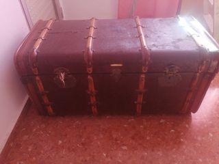 baul/maleta antigua