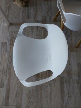 sillas blancas nordicas