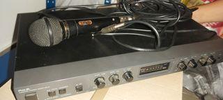 Karaoke antiguo con microfono