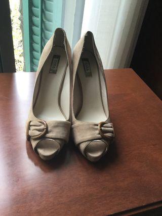 Zapatos Zara color beige.