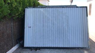Puerta de garaje , cochera, parking
