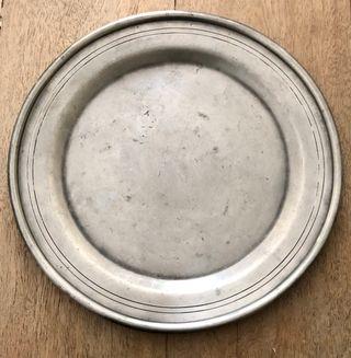 assiette ou plat en étain ancien ø 27 cm