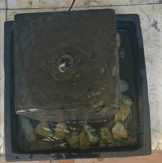 fuente decorativa con agua