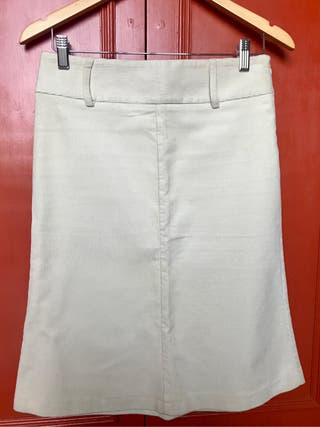 Falda midi de pana. Color crudo